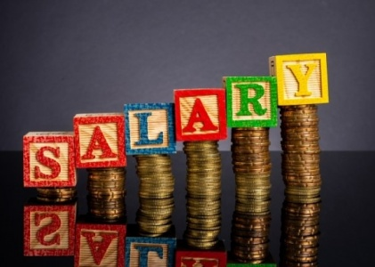 Large Percentage of Immigrants Earn Top Salaries in the UK